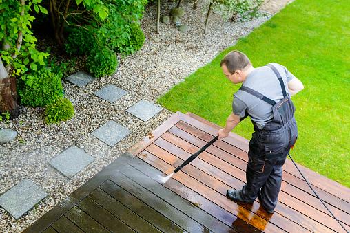 Rénovation de terrasse en bois: optez pour la peinture V33